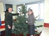 Lesníci rozdávajú radosť so stromčekmi